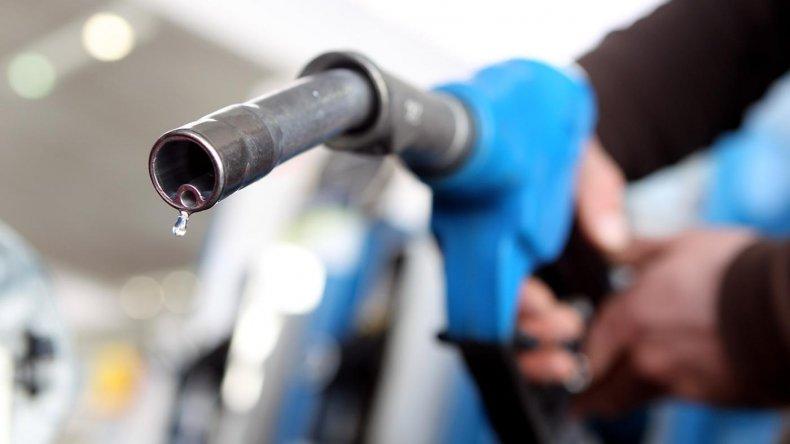 Los combustibles, otra vez: Aumentan otro 6 por ciento