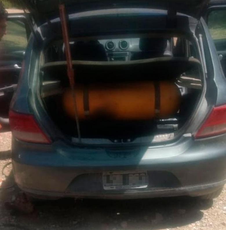 La Falda: Hizo fuego en el baúl y se le incendió el auto