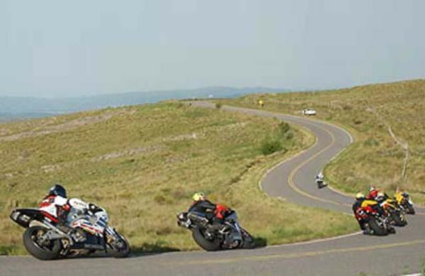 Un herido en picadas clandestinas de motos sobre la ruta vieja de las Altas Cumbres