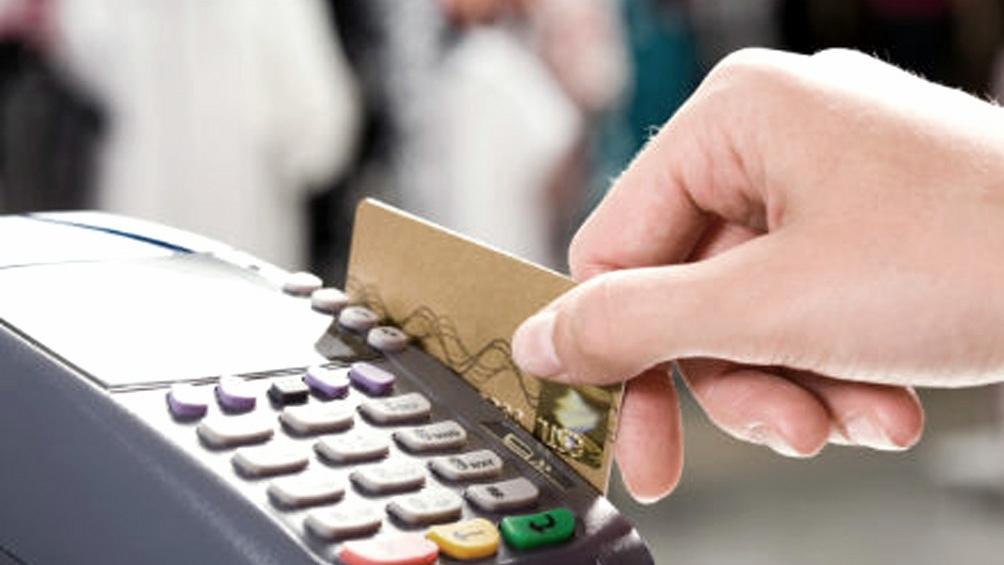 Qué dice el proyecto para limitar las tasas de interés de las tarjetas de crédito
