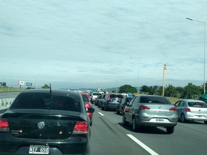Colapso en el peaje provoca choque en cadena en la autopista – VIDEO