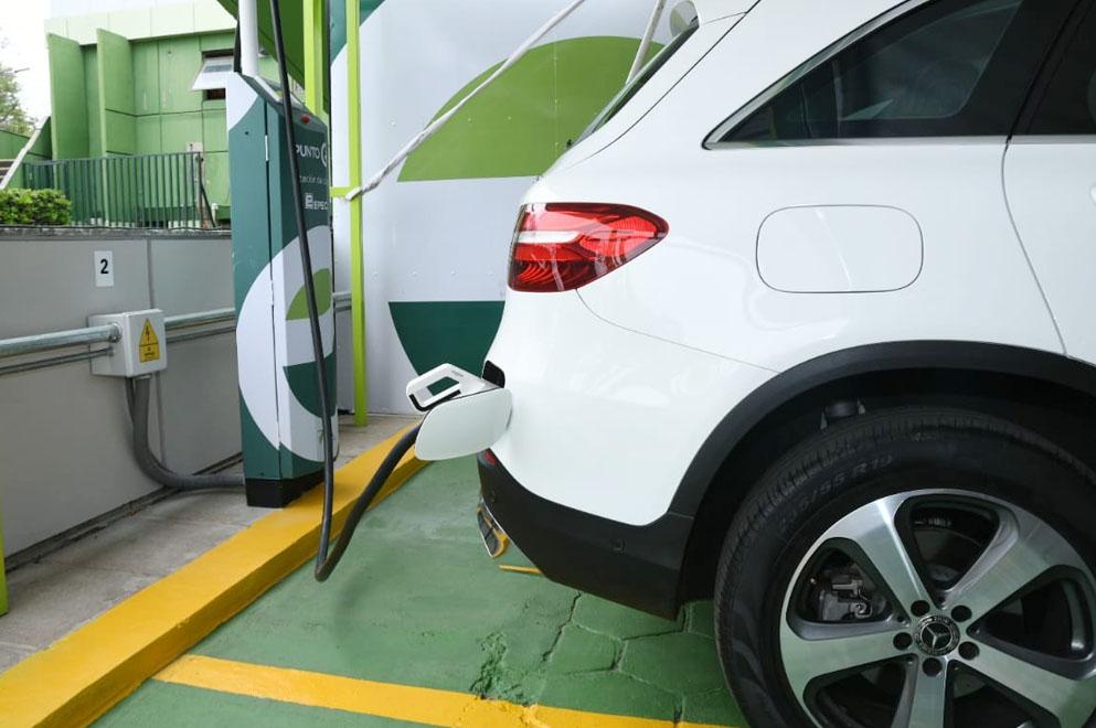 Epec cuenta con estaciones para cargar vehículos eléctricos