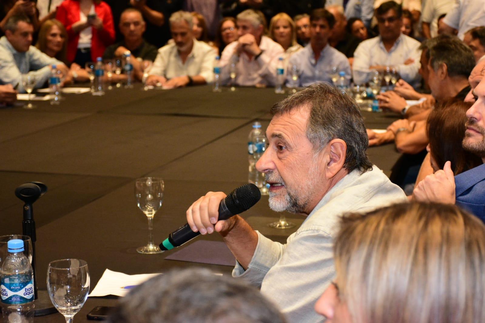 """Caserio encabezó el plenario del """"Peronismo con Alberto"""""""