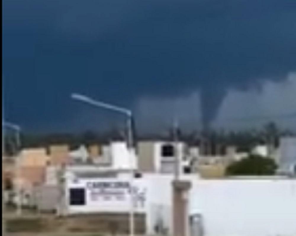 Impactantes imágenes de un tornado que tocó un poblado cerca de Las Varillas