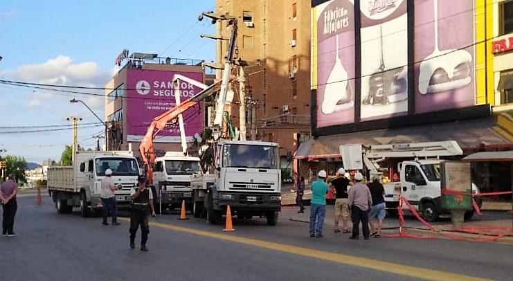 Reparan transformador en avenida Libertad: Problemas en el tránsito y cortes de energía