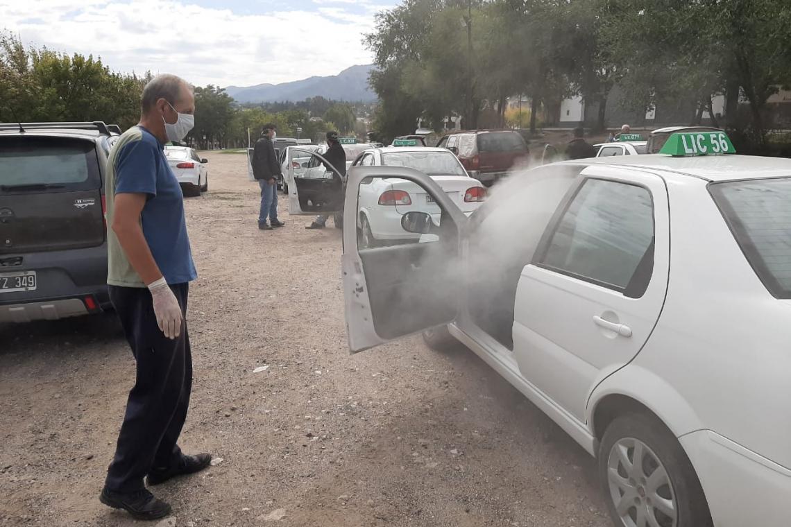 El municipio de La Falda desinfectó 122 automóviles