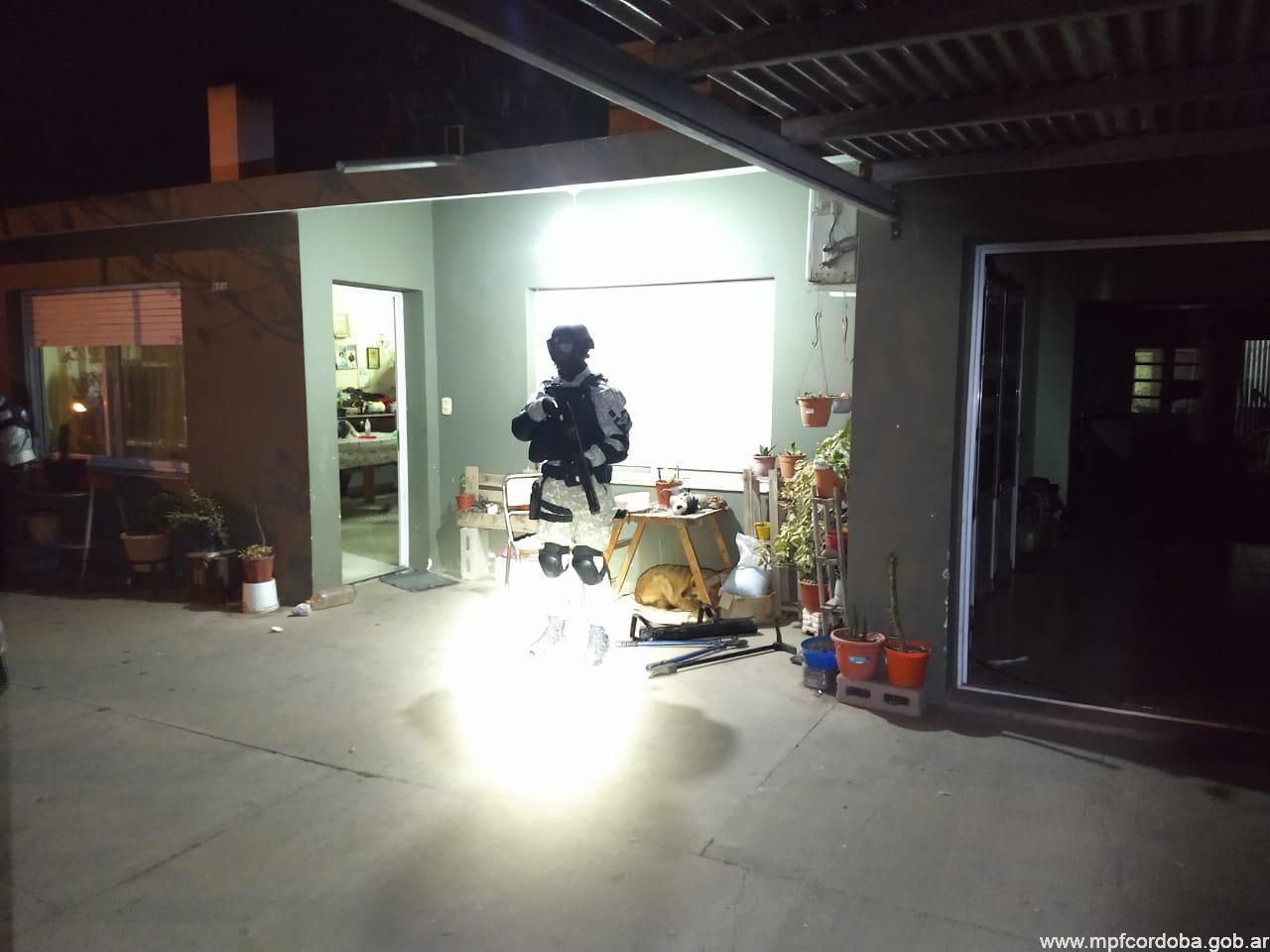 Secuestraron cocaína y dólares falsos tras una allanamiento relacionado a una pareja narco