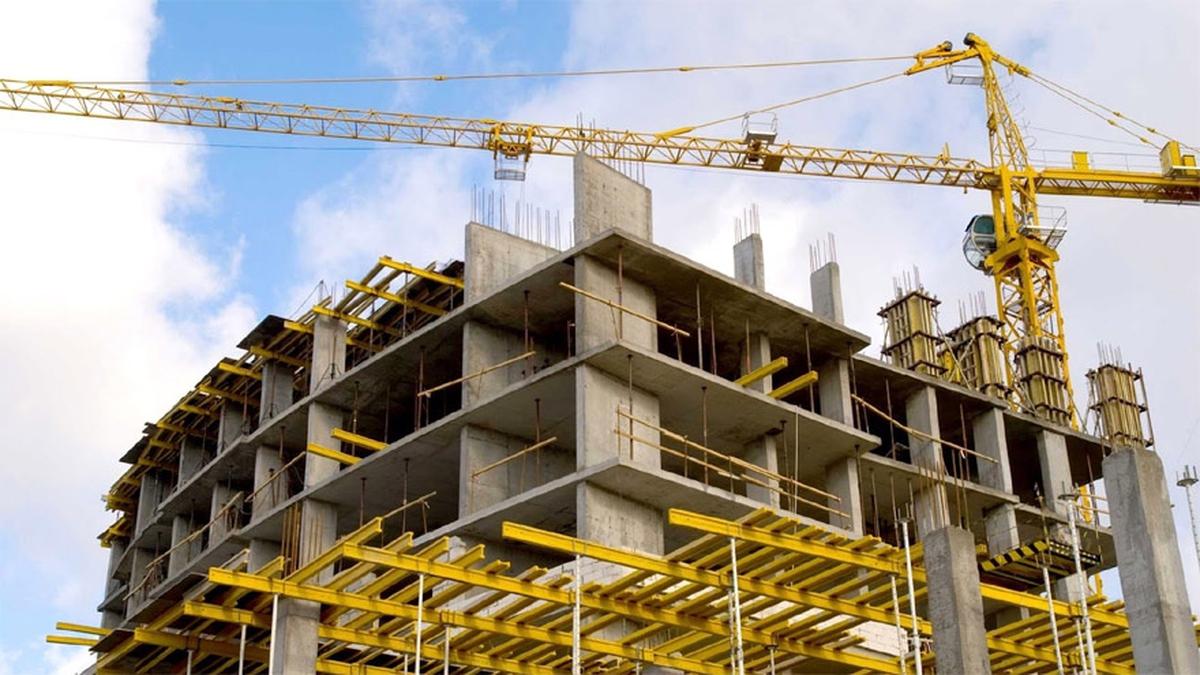 En abril, la actividad de la industria bajó 33,5% y la construcción, un 75,6%