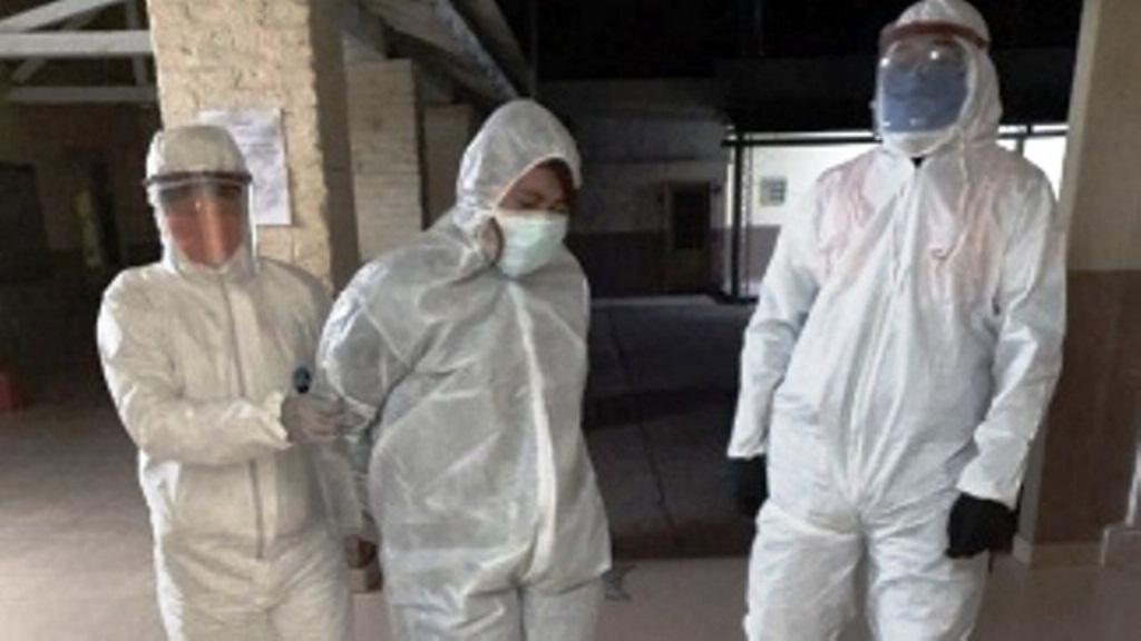 Aíslan un pueblo entero por una empleada municipal que tomó mate con una infectada