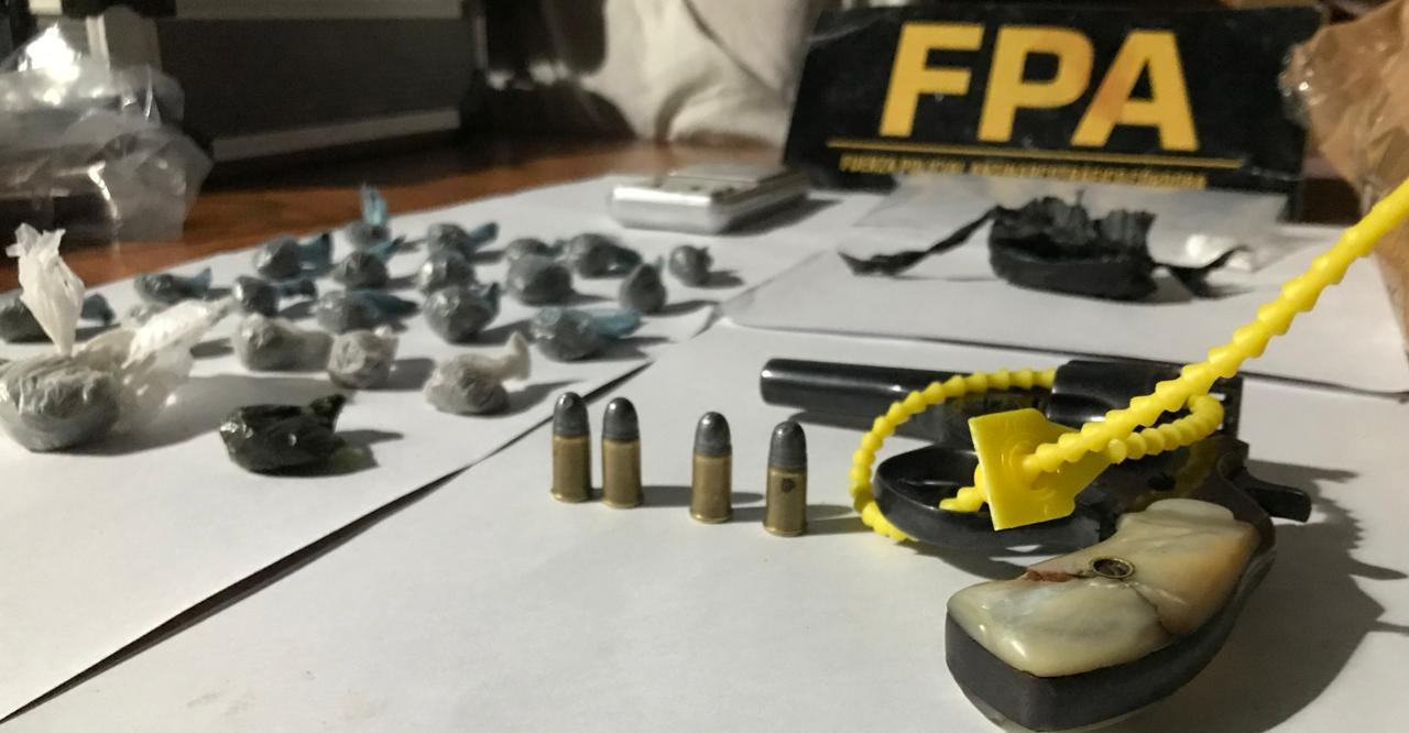 Córdoba: Tres detenidos con marihuana, cocaína y arma de fuego