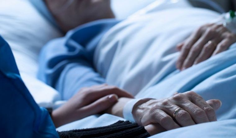 Despedida paciente coronavirus enfermo