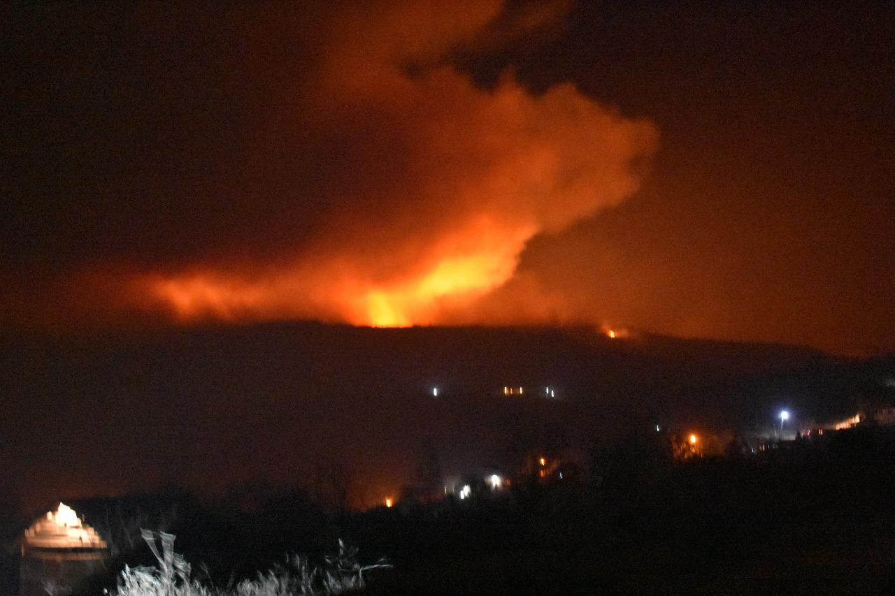 Incendio Tanti: Sigue el combate del fuego, con evacuaciones preventivas