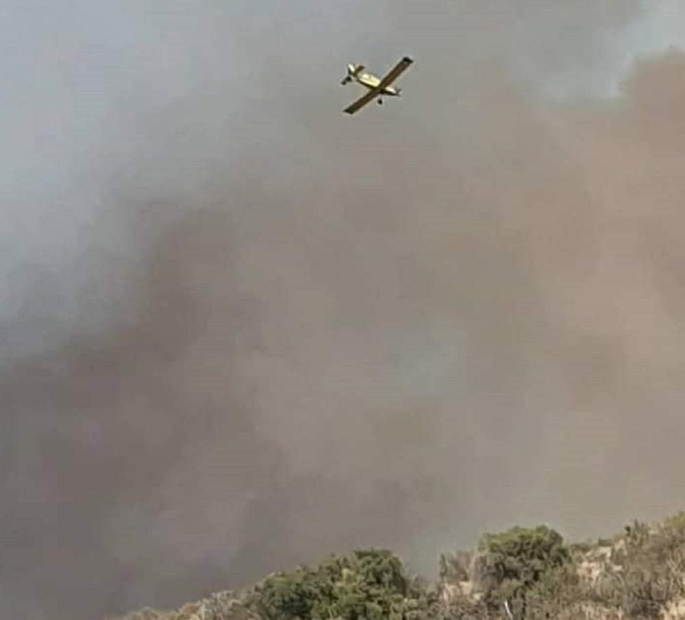 Voraz incendio quema monte y pastizales y avanza hacia Tanti