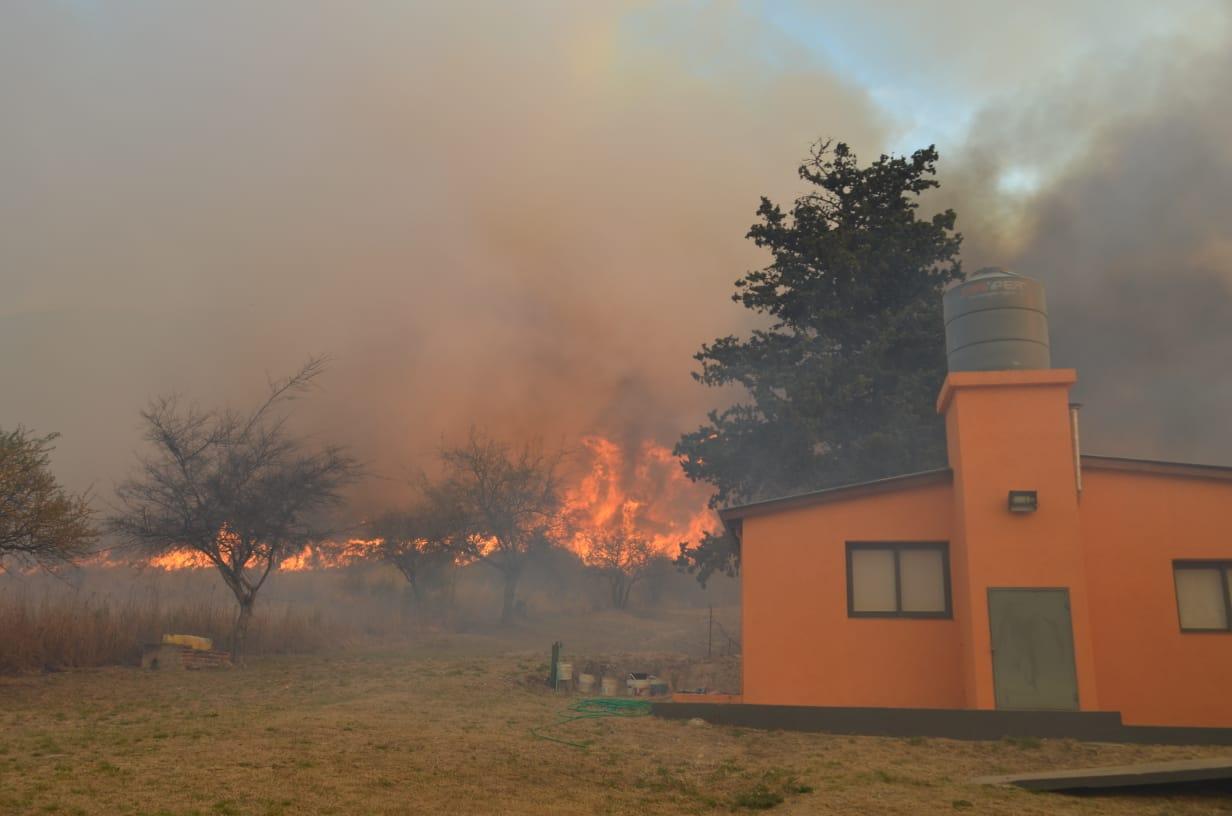 Las Jarillas – Video: El fuego, muy cerca del predio del Centro Empleados de Comercio