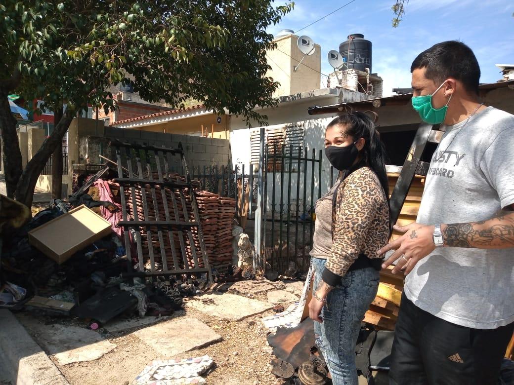 Familia pide ayuda luego de perder todo en un incendio