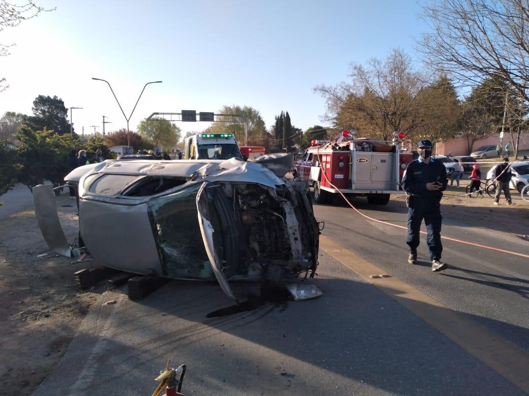 Volcó un auto en el Empalme a Tanti: Dos menores y su padre resultaron gravemente heridos
