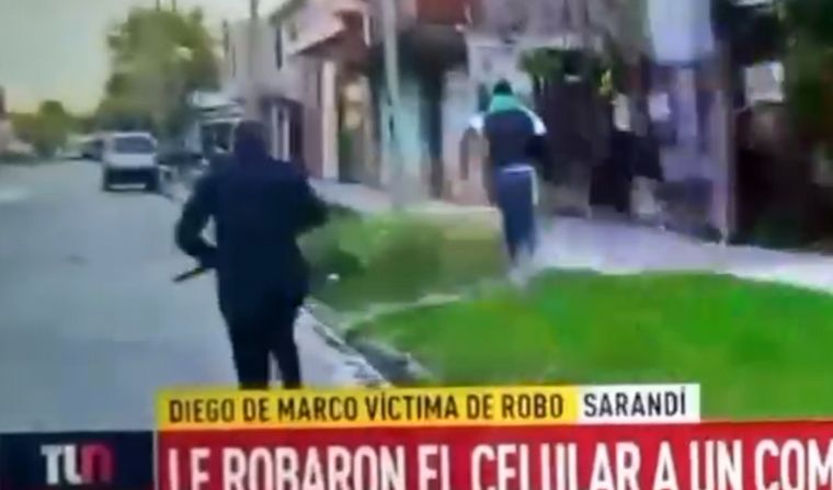 Le robaron el celular a un movilero que transmitía en vivo