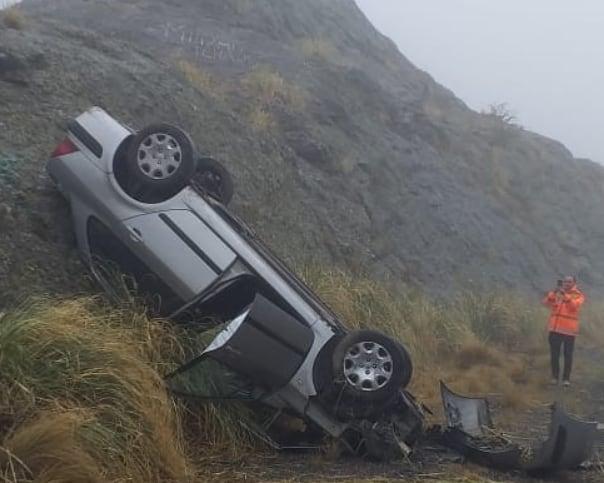 Altas Cumbres: un auto dio varios vuelcos y el conductor salió ileso
