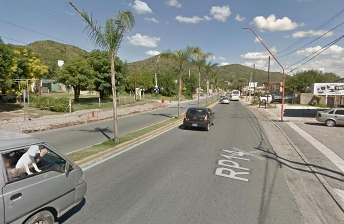 Carlos Paz: Buscan a un conductor que atropelló a una mujer y huyó