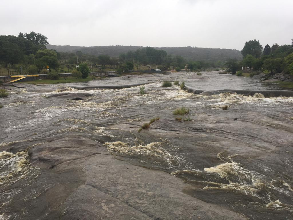 Tras la lluvia creció el río y arroyo Los Chorrillos