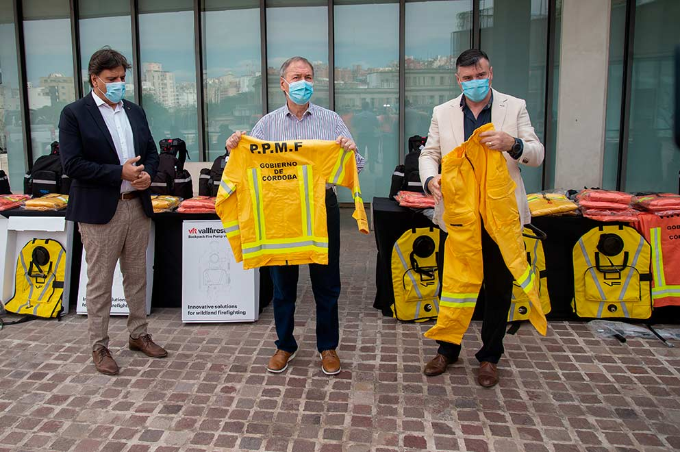 La Provincia entregó nuevo equipamiento a bomberos voluntarios