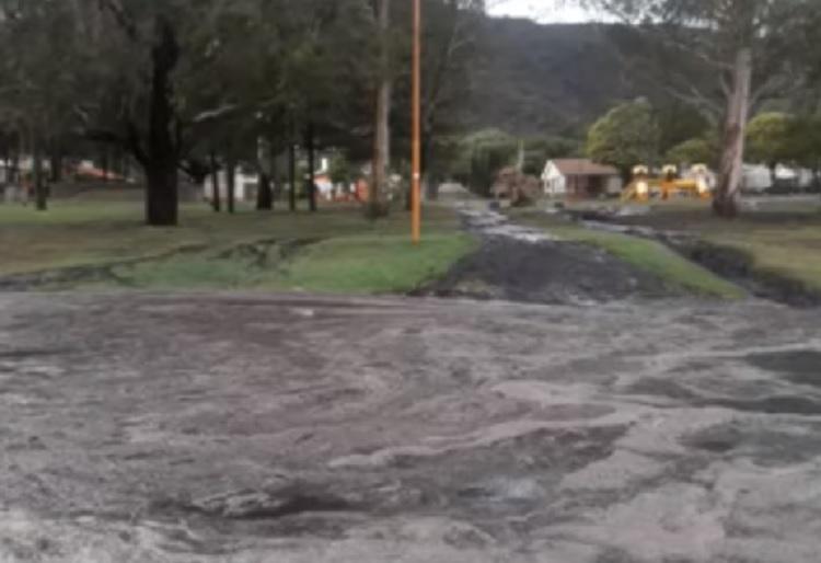La lluvia torrencial convirtió calles en ríos en Carlos Paz
