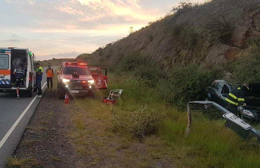 Perdió el control y chocó contra un paredón de las Altas Cumbres: dos heridos