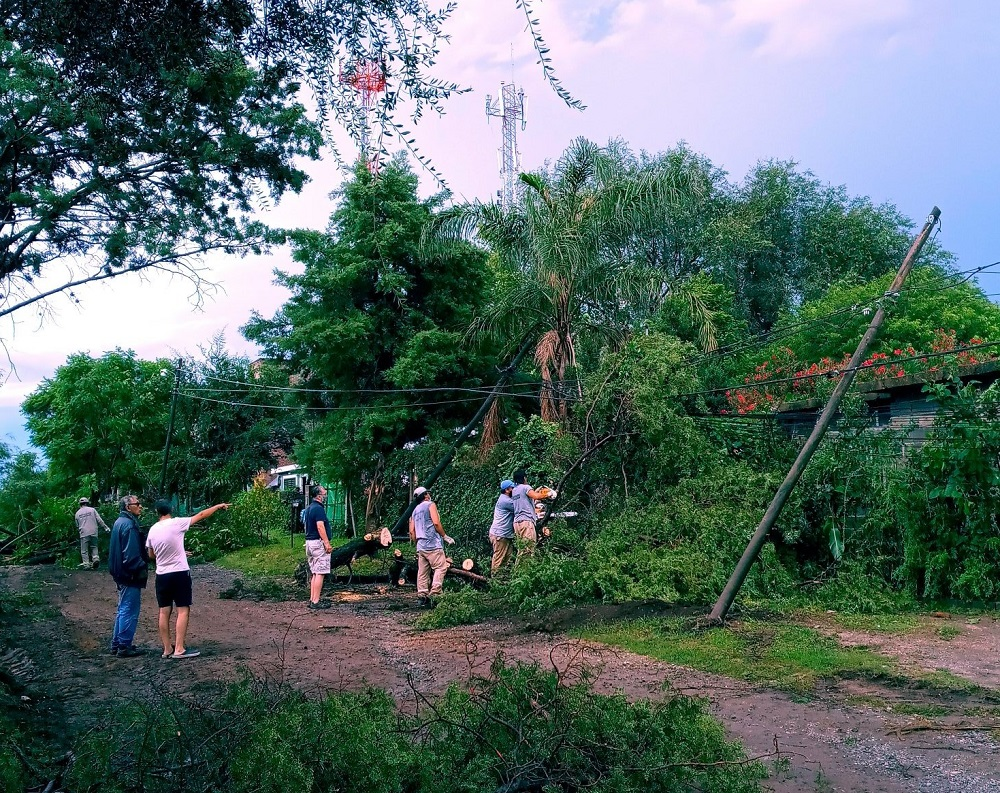 (VIDEO) La tormenta llegó con fuerza a las Sierras Chicas y provocó daños en Río Ceballos y Saldán