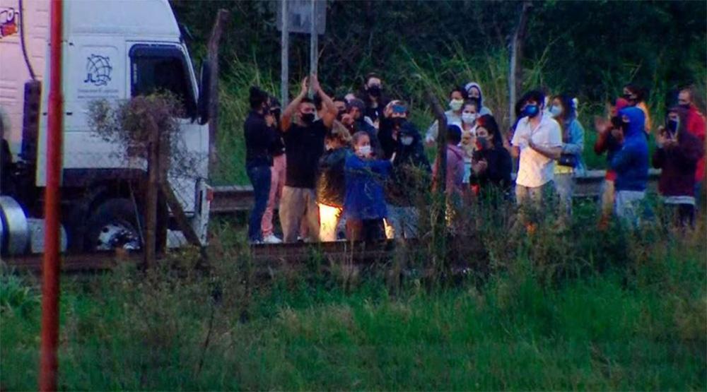 Ingresaron al país los turistas varados en la frontera con Brasil