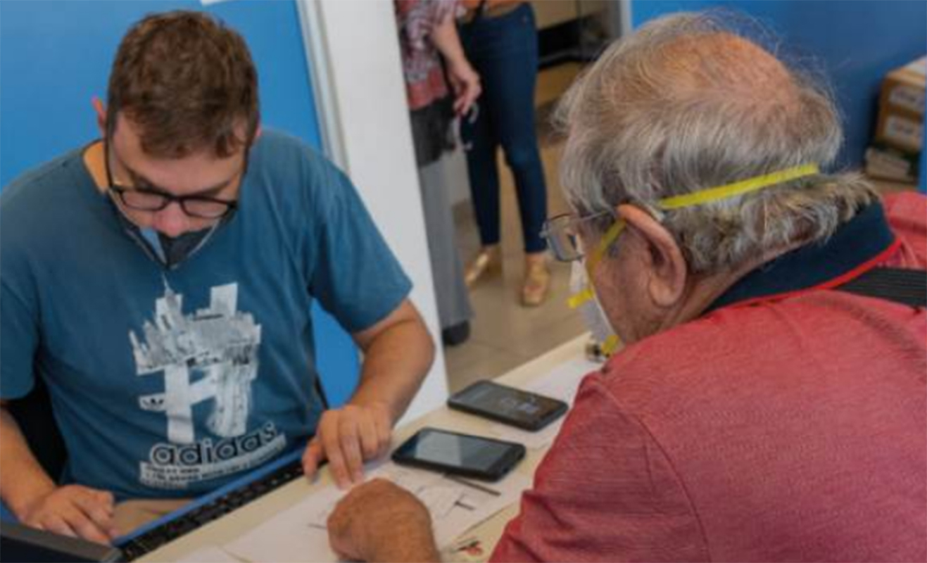 Córdoba: Defensor del Pueblo continúa ayudando en la inscripción para recibir la vacuna Covid 19