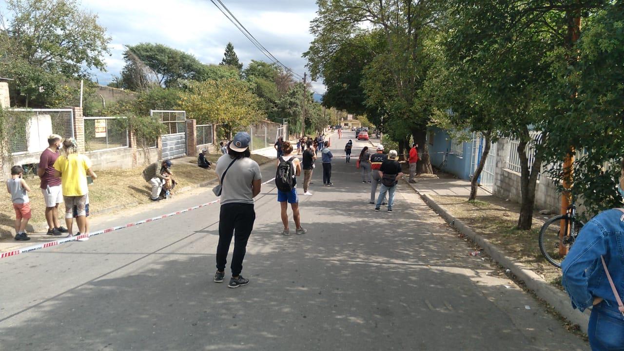 Covid-19: La semana comienza con muchos contagios en Carlos Paz y largas colas para testearse