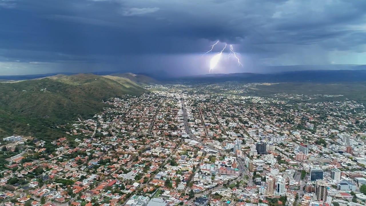 Impactante fotografía del cielo tormentoso en Carlos Paz: cómo fue capturada