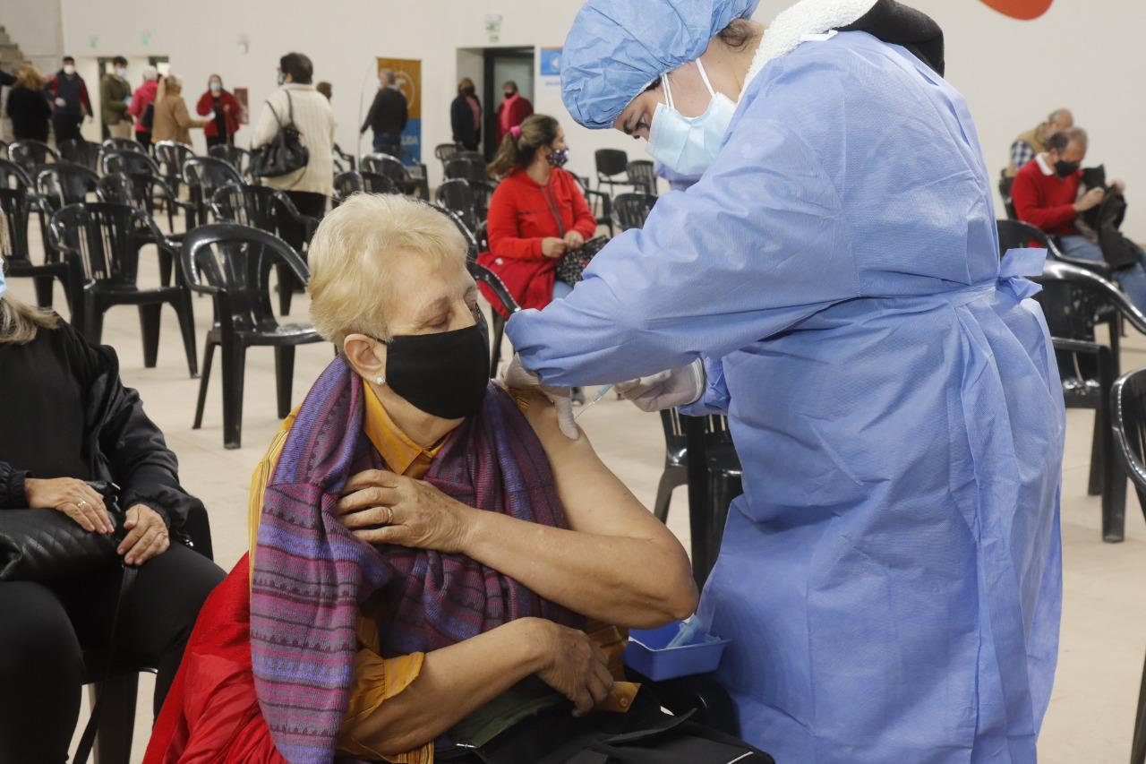 Carlos Paz: Este miércoles colocarán la segunda dosis de la vacuna a más de 500 vecinos