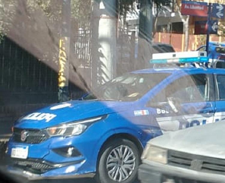 Chocó un móvil policial cuando se dirigía a un operativo