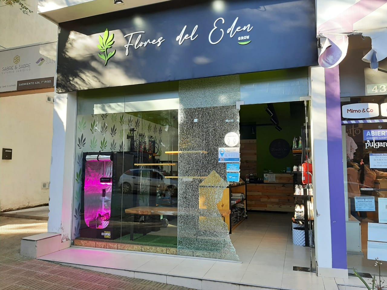Tras romper la vidriera robaron un GrowShop en La Falda
