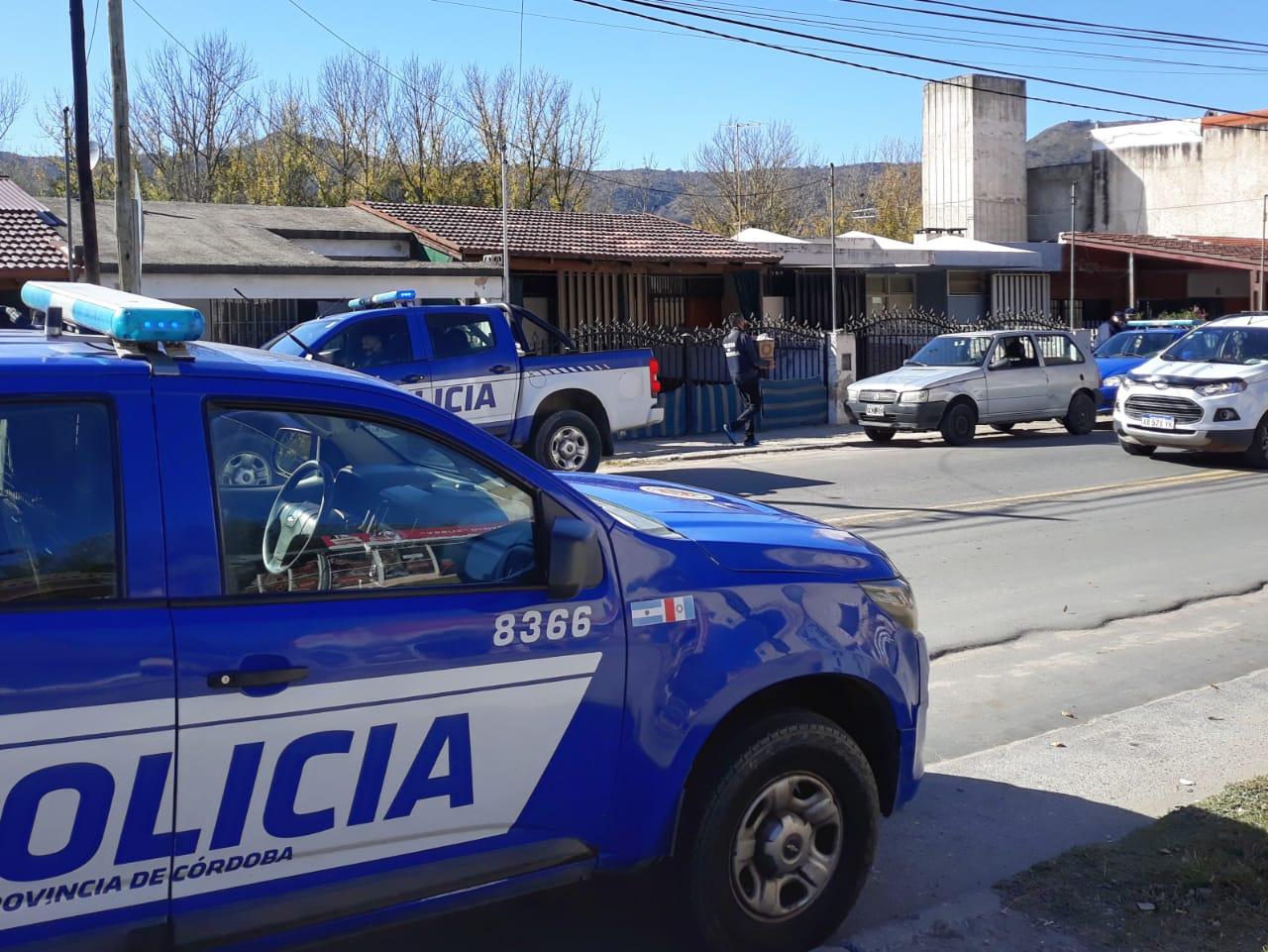 Allanamientos, secuestros y detenidos tras el robo del restaurante en San Antonio