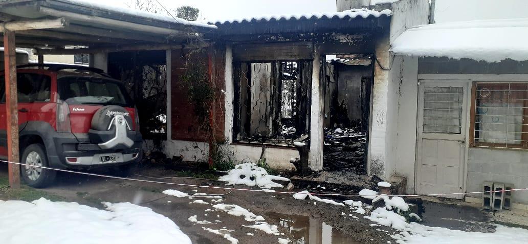 Vanesa perdió todo en el incendio de su casa en Tanti y recibió el abrazo solidario de su pueblo