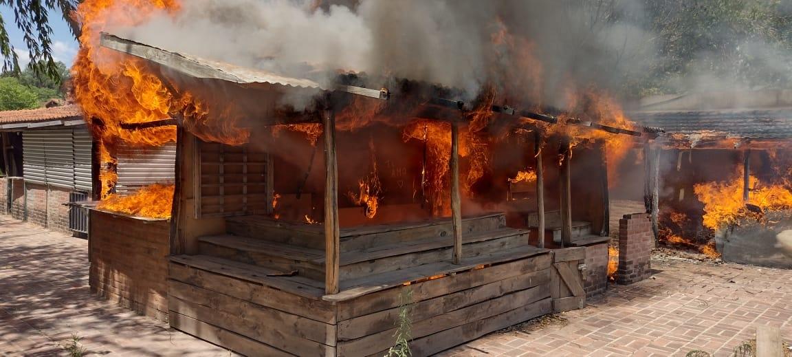 Se incendió la Feria de Artesanos de Mina Clavero