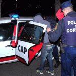 Tres jóvenes detenidos por robar ropa del interior de un auto