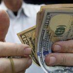 Mauricio Macri cerró su gestión con el dólar en alza en 63 pesos