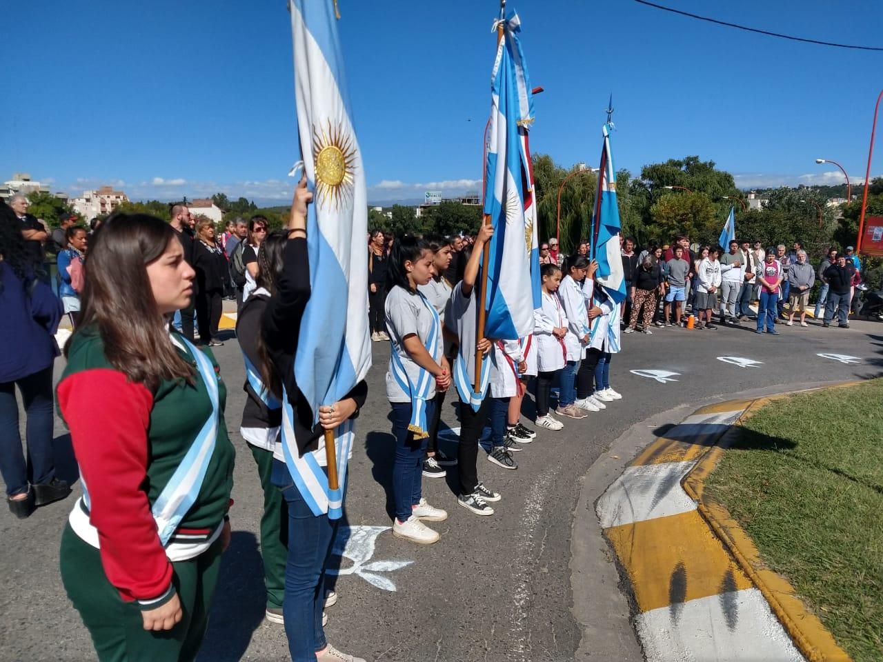 Emotiva ceremonia por los 43 años del golpe en la Plazoleta de la Memoria