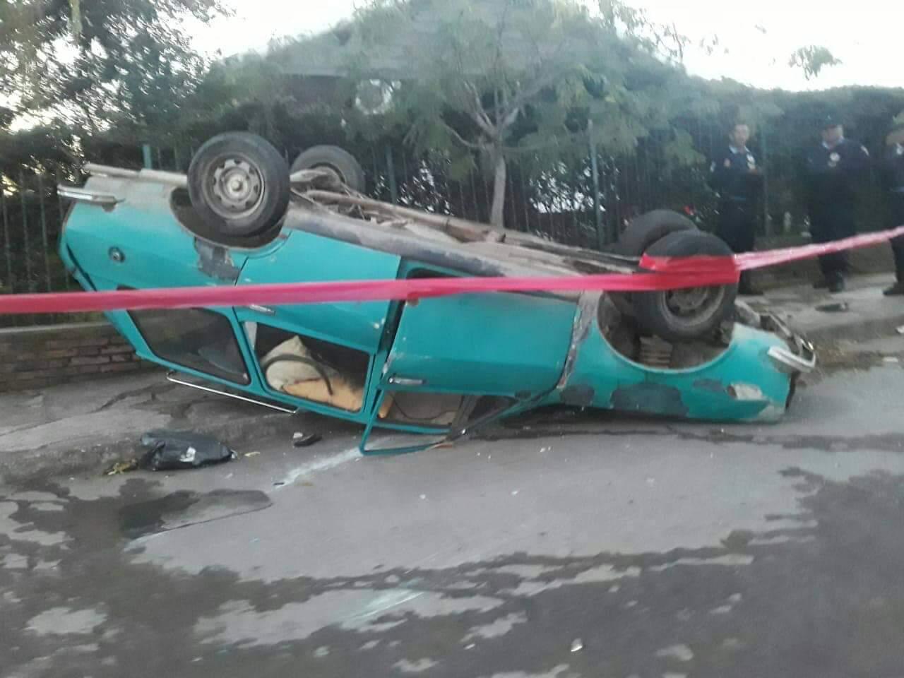 Una niña internada tras volcar un auto en barrio José Muñoz