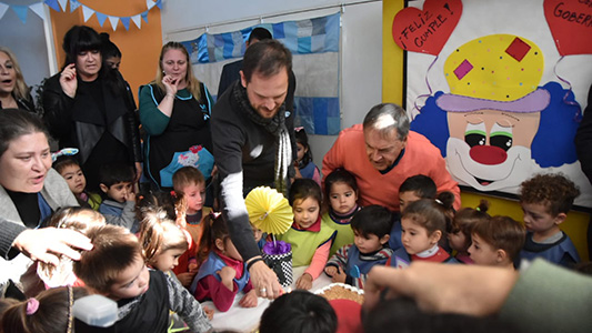 El gobernador celebró su cumpleaños rodeado de niños en Villa María