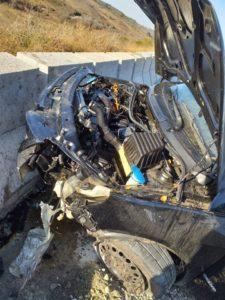 Así quedó el auto que chocó contra un murallón en la Ruta 34