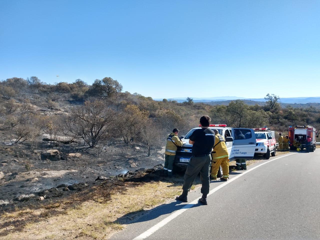 Bomberos controlaron en un incendio entre Carlos Paz y Cabalango