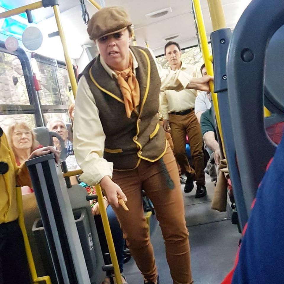 Un paseo en bus teatralizado para conocer historias y personajes de Córdoba