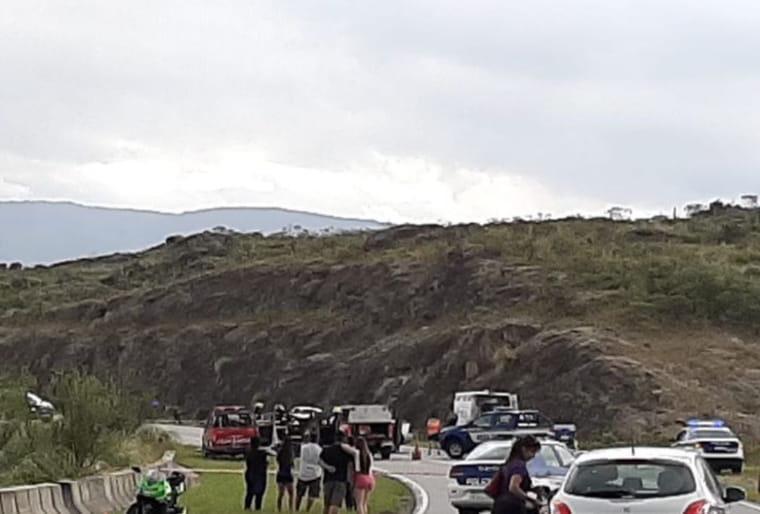 Nuevo accidente frontal en las altas cumbres: hay un muerto y cinco heridos