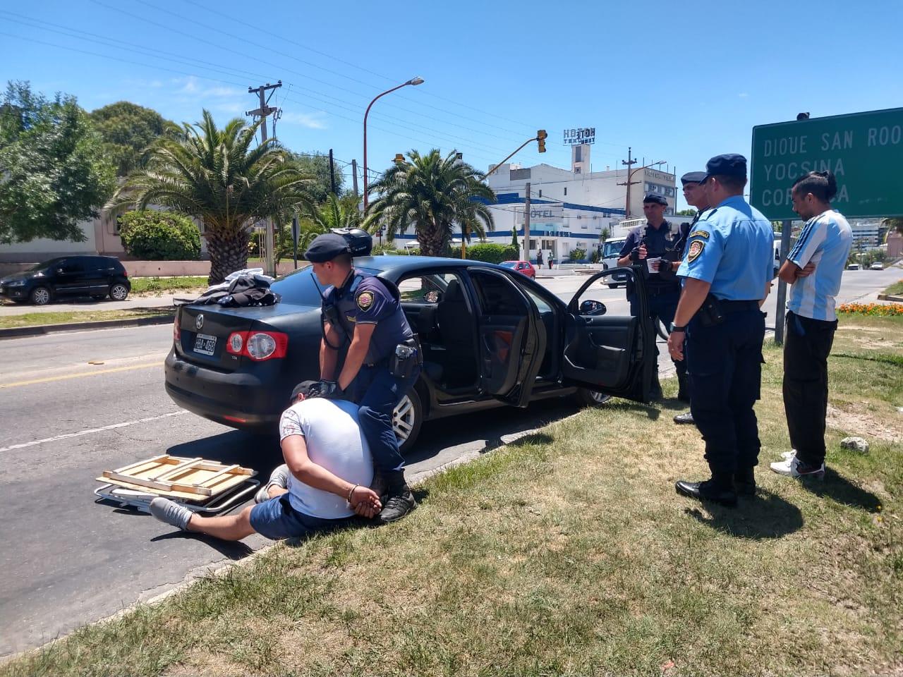 Tras una persecución, detuvieron a tres hombres que intentaron robar en Villa Bustos